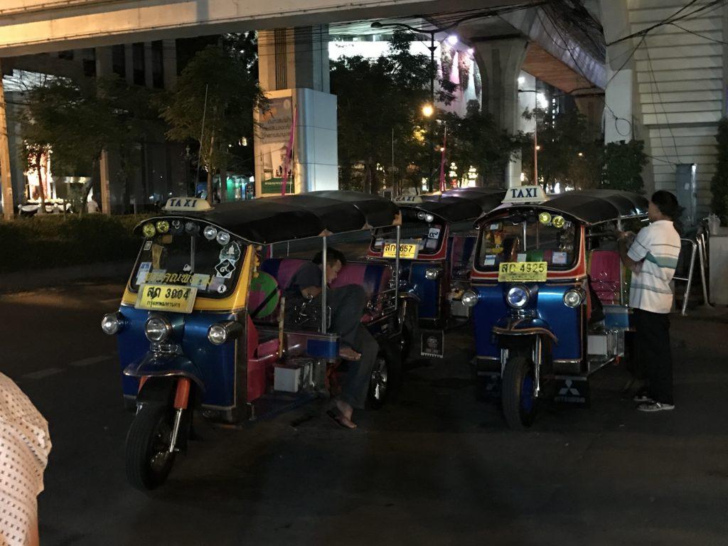 タイの普段のトゥクトゥク