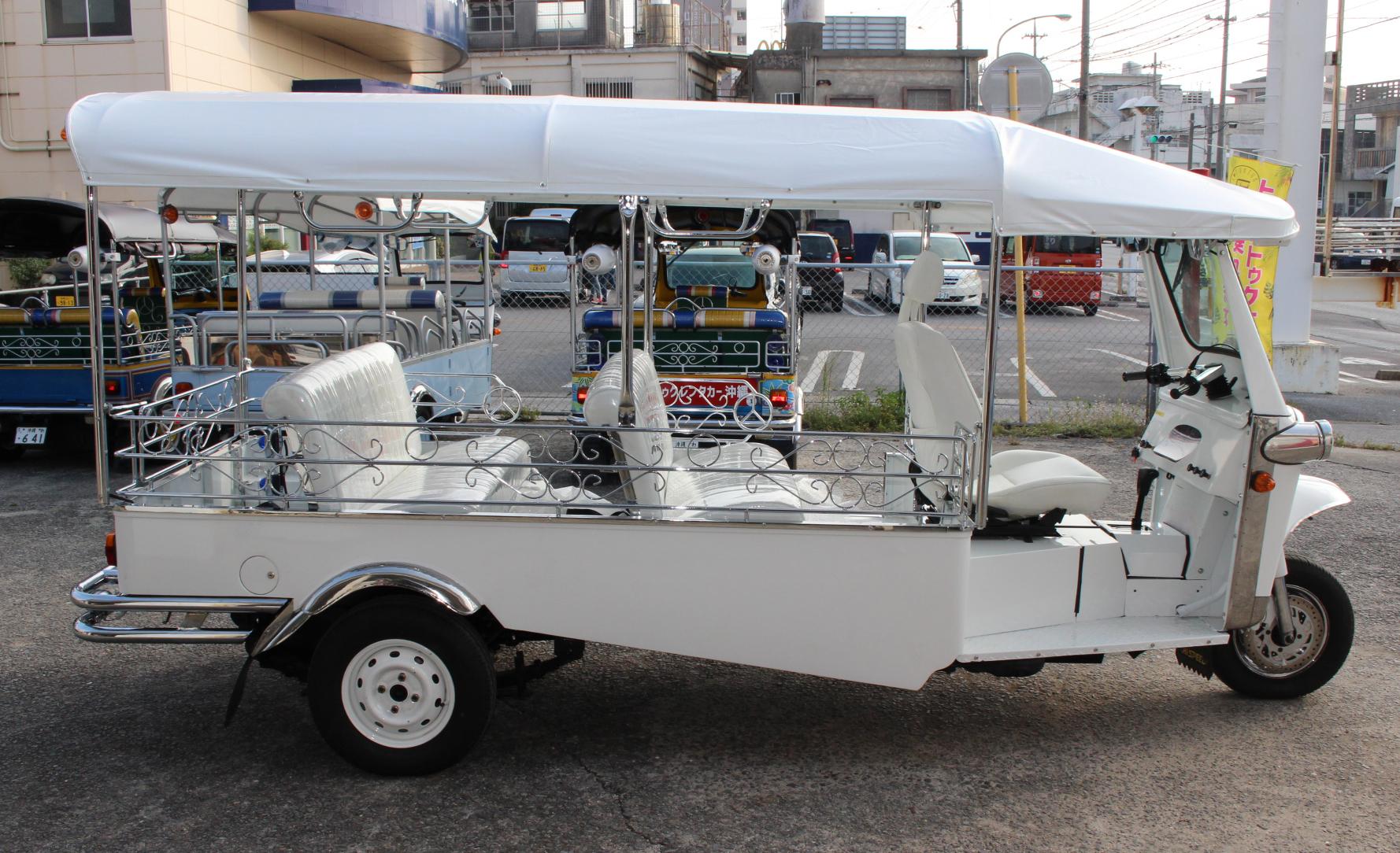 [新車]在庫車両 7人乗りロング ホワイト EX