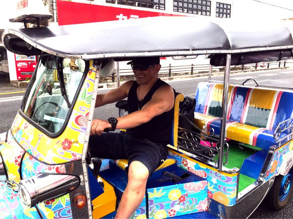 プロレスラー 鈴木みのるさんがトゥクトゥクに乗ってくれました♪♪