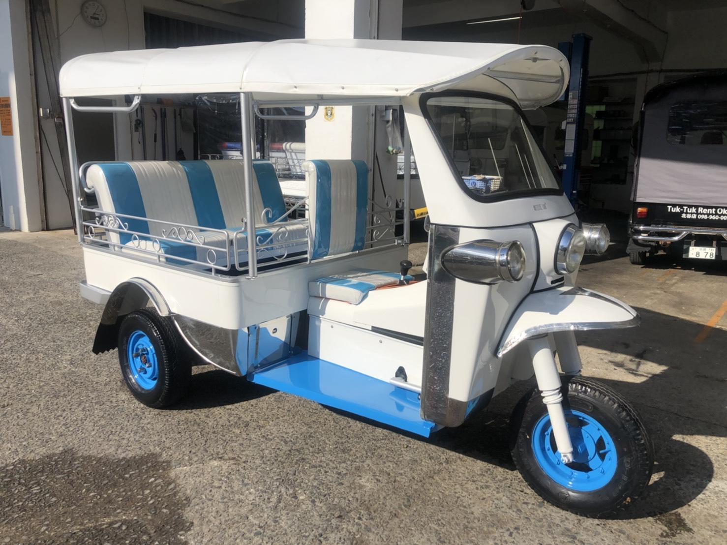 ディスプレイ専用車 (4人乗り 白青)